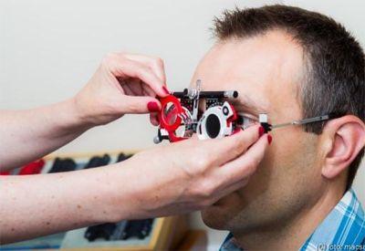 manuális szemvizsgálat